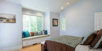 Calming a busy bedroom for home staging