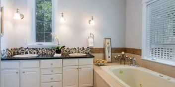 Bathroom decluttered for home staging
