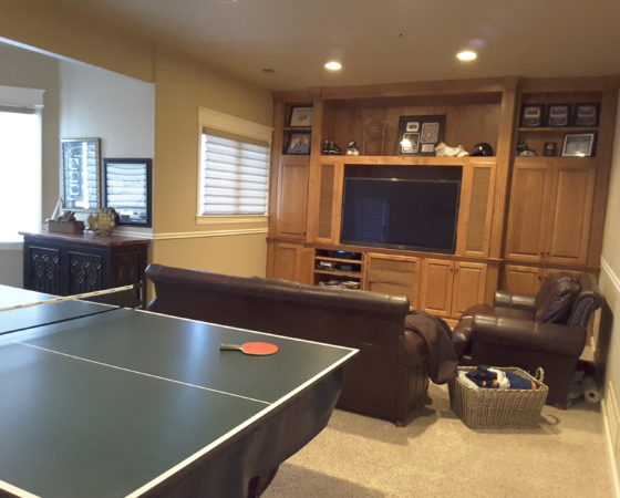 Basement rec room with ping pong table